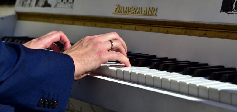 How Can I Teach Myself to Play the Piano?